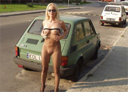 pornolia.pl - Kasia spaceruje w samych rajstopach