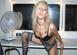 pornolia.pl - Roksana pozuje w seksownej bieliźnie